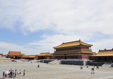 El palacio y el cuadrado grandes Imagenes de archivo