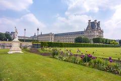 El palacio y Tuileries del Louvre cultivan un huerto, París, Francia imágenes de archivo libres de regalías