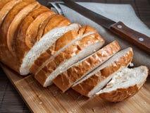 El pan fresco tajó en pedazos Fotos de archivo libres de regalías