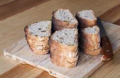 El pan hecho en casa rebanó Imagenes de archivo