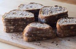 El pan hecho en casa rebanó Imágenes de archivo libres de regalías