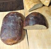 El pan negro fresco de la harina de centeno, es pan largo también cortado del pan blanco, Bielorrusia, agricultura el vegetariano libre illustration