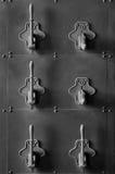 El panel antiguo del interruptor del circuito eléctrico - B&W Imagen de archivo