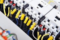 El panel con el equipo eléctrico foto de archivo libre de regalías