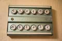 El panel con los fusibles eléctricos viejos Foto de archivo libre de regalías