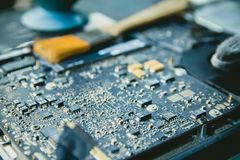 El panel de control electr?nico, repara la PC del ordenador port?til, el ordenador y la placa madre Instala la CPU del equipo con fotografía de archivo