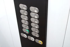El panel de control en cabina del elevador con el metal abotona Imágenes de archivo libres de regalías