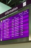 El panel de información en aeropuerto fotografía de archivo