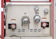El panel de la conexión del manguito en un firetruck Foto de archivo libre de regalías