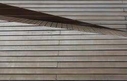 El panel de madera de Brown con ?ngulo y capa diffent fotografía de archivo libre de regalías