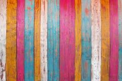 El panel de madera colorido del tablón imagen de archivo