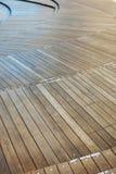 El panel de madera de los niveles multi en Mori Tower en Roppongi Hills, Tokio Fotos de archivo libres de regalías