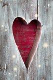 El panel de madera hecho a mano del corazón de la tarjeta del día de San Valentín del St Foto de archivo libre de regalías