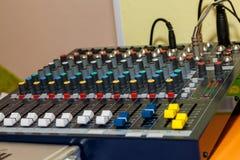 El panel de mezcla de los sonidos Foto de archivo libre de regalías