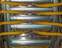 El panel de remiendo de la red de las TIC en un centro de datos Fotografía de archivo