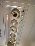 El panel del acondicionador en un aeroplano comercial imagen de archivo libre de regalías