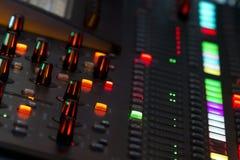 El panel del mezclador de sonidos en concierto Imagen de archivo