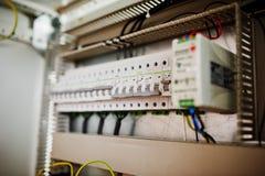 El panel eléctrico, metro eléctrico y disyuntores eléctrico Imagen de archivo libre de regalías