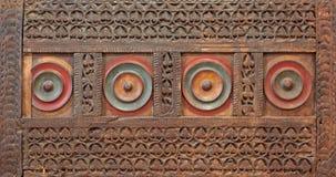El panel grabado de madera del estilo de la era de Mamluk adornado con los modelos florales y geométricos Imagen de archivo