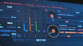 El panel instrumental de DJ en la pantalla de ordenador almacen de metraje de vídeo