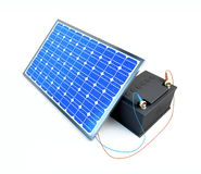 El panel solar carga la batería Fotografía de archivo