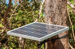 El panel solar con el fondo del árbol Imágenes de archivo libres de regalías