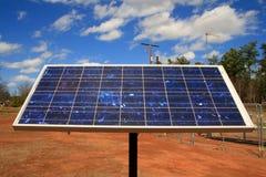 El panel solar del cielo azul Fotografía de archivo