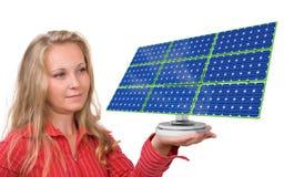 El panel solar en la mano de la mujer Fotos de archivo libres de regalías