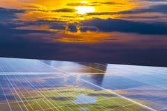 El panel solar, fuente fotovoltaica, alternativa de la electricidad Foto de archivo libre de regalías