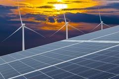El panel solar, fuente fotovoltaica, alternativa de la electricidad Foto de archivo
