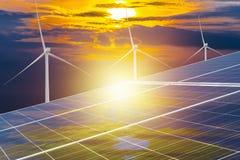 El panel solar, fuente fotovoltaica, alternativa de la electricidad Fotografía de archivo