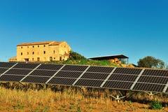 El panel solar y cortijo Fotos de archivo libres de regalías