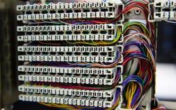 El panel y cableado de la centralita telefónica del teléfono Imagen de archivo libre de regalías