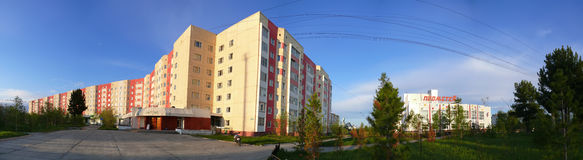 El panorama Centro comercial del pórtico en Nadym, Rusia - 10 de julio de 2008 Fotos de archivo libres de regalías