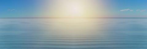 El panorama del mar agita en el fondo Imagenes de archivo