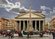 El panteón y la fuente en la plaza Della Rotonda imagen de archivo