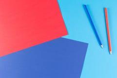 El papel colorido con rojo y se corrige Foto de archivo