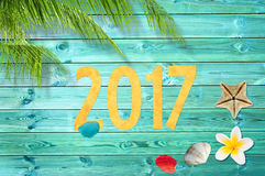 El papel cortó 2017, fondo tropical de las vacaciones con la palmera Foto de archivo libre de regalías