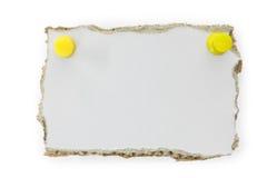 El papel grisáceo rasgado, alista para su mensaje Imagen de archivo