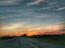 El papel pintado hermoso del fondo del paisaje del scape del cielo de la carretera foto de archivo libre de regalías