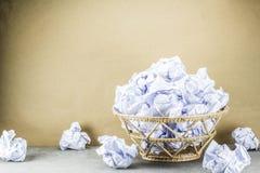 El papel usado en compartimiento es desbordamiento Imagenes de archivo