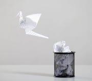 El papel usado recicla Foto de archivo