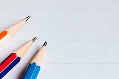 El papel y los lápices Imagen de archivo libre de regalías