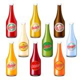 El paquete de salsa de tomate, el vinagre, la mostaza, la soja, el queso y la mayonesa sauce las botellas Imagen de archivo
