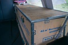 El paquete grande de la caja de la tienda para el refugiado y otros utiliza imágenes de archivo libres de regalías