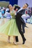 El par adulto no identificado de la danza realiza programa europeo estándar de la juventud sobre la danza abierta Festival-2017 d Fotografía de archivo libre de regalías