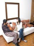 El par de adolescentes está hablando Foto de archivo