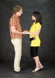 El par joven guarda para las manos en un negro Imágenes de archivo libres de regalías