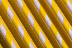 El paralelo amarillo abre una sesi?n el piso, concepto de dise?o inusual libre illustration