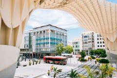 El parasol de Metropol es una Plaza localizada estructura de madera de la Encar Imagen de archivo